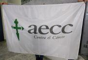 Bandera de AECC contra el Cáncer